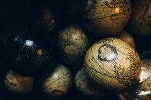 globes-1246245__340